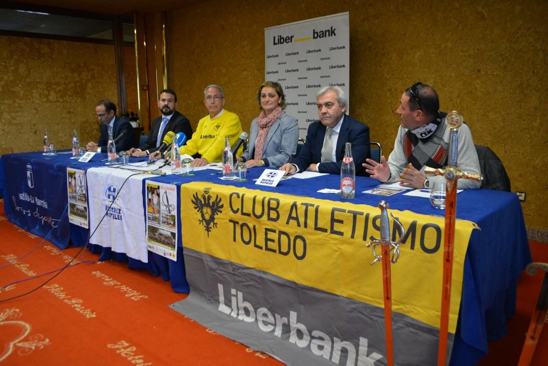 María Ángeles García con los patrocinadores y organizadores