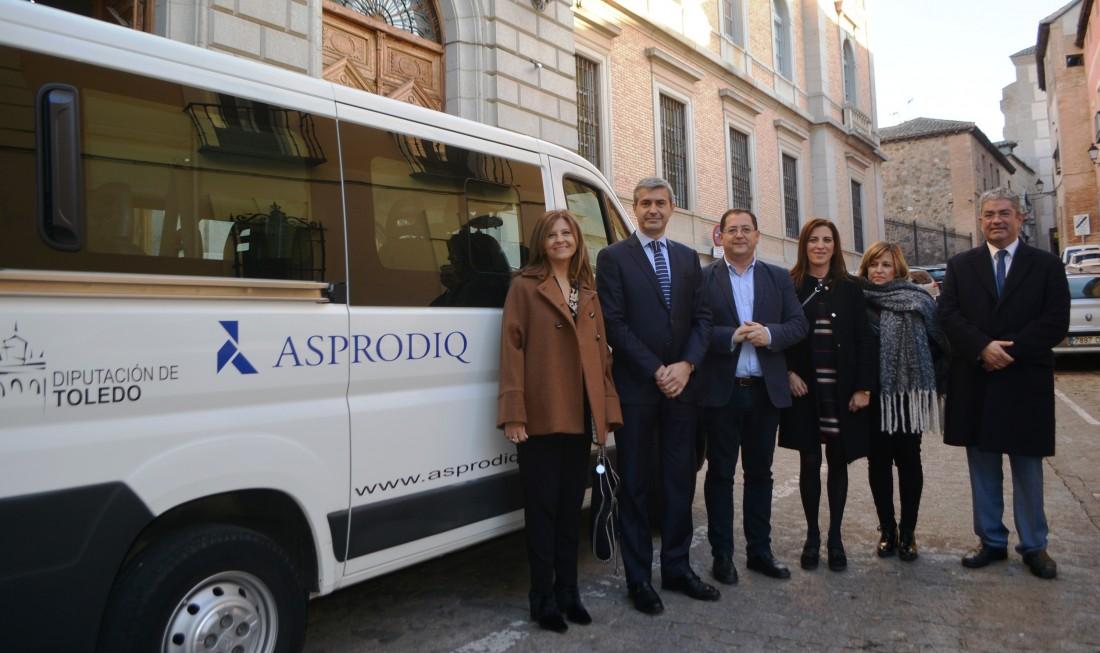 Álvaro Gutiérrez y Tomás Villarrubia con responsables de ASPRODIQ y el director general de Hacienda