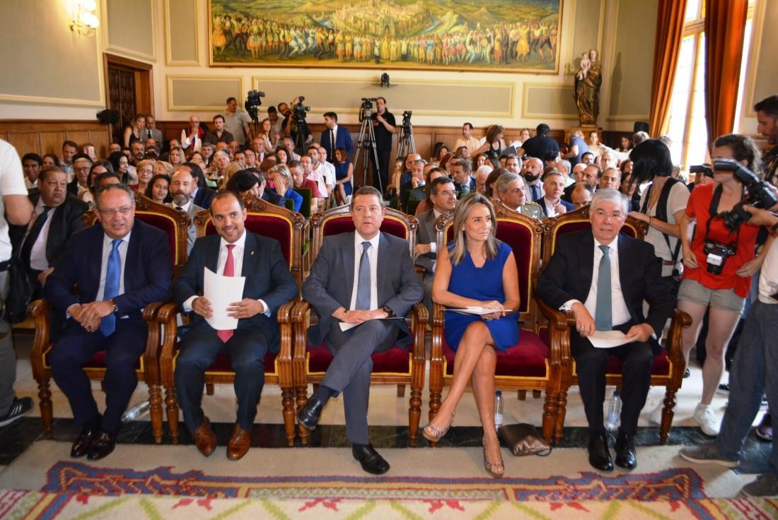 Álvaro Gutiérrez con su equipo de Gobierno
