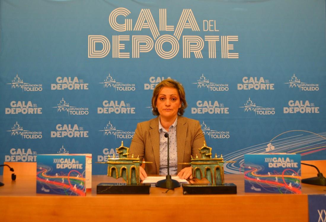 María Ángeles García con el premio de la Gala del Deporte
