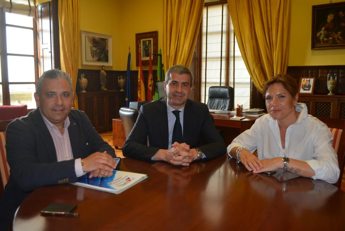 Álvaro Gutiérrez se reúne con UPTA
