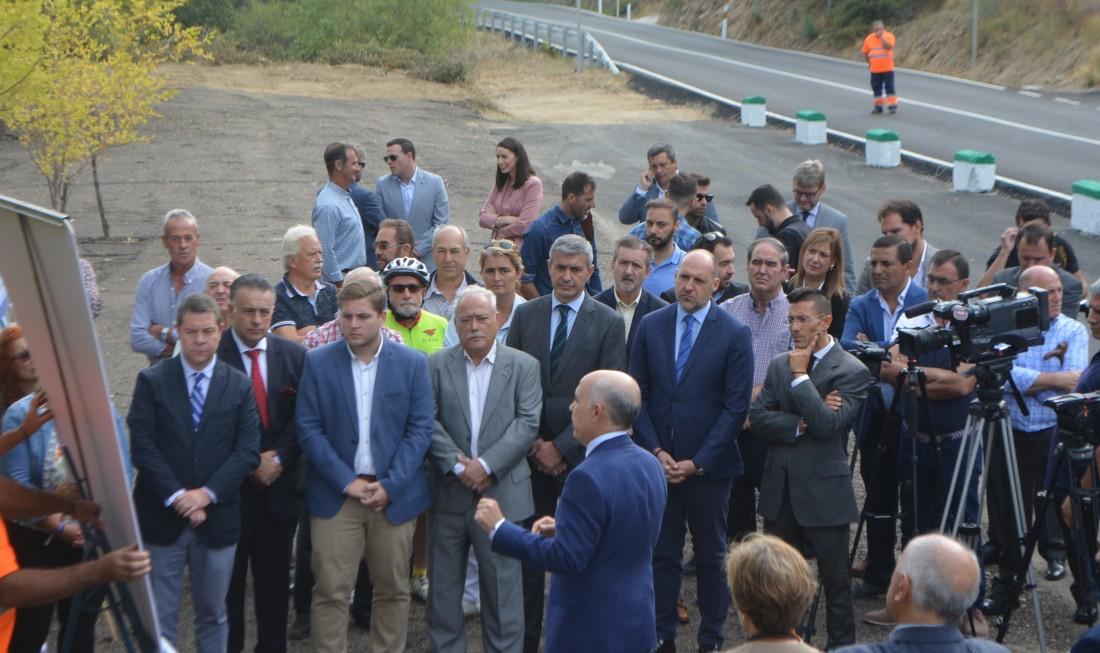 Álvaro Gutiérrez en la inauguración de carreteras de El Real de San Vicente