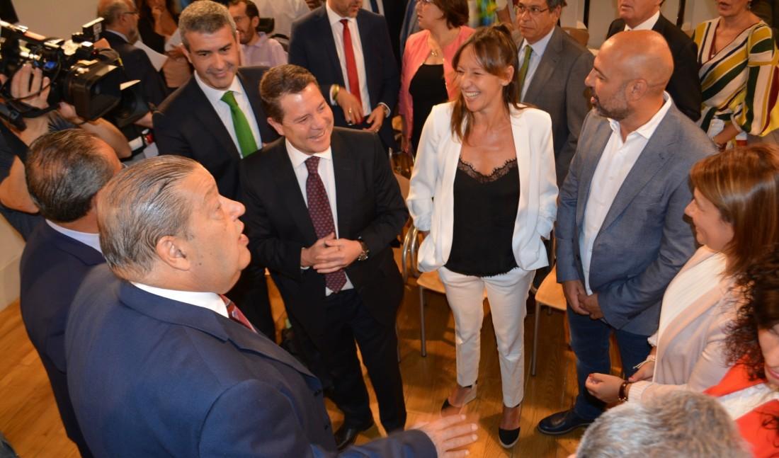 Álvaro Gutiérrez con los nuevos vicepresidentes y consejera