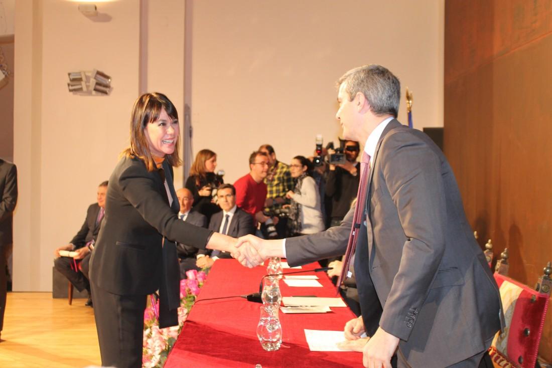Álvaro Gutiérrez junto a los galardonados y las autoridades asistentes
