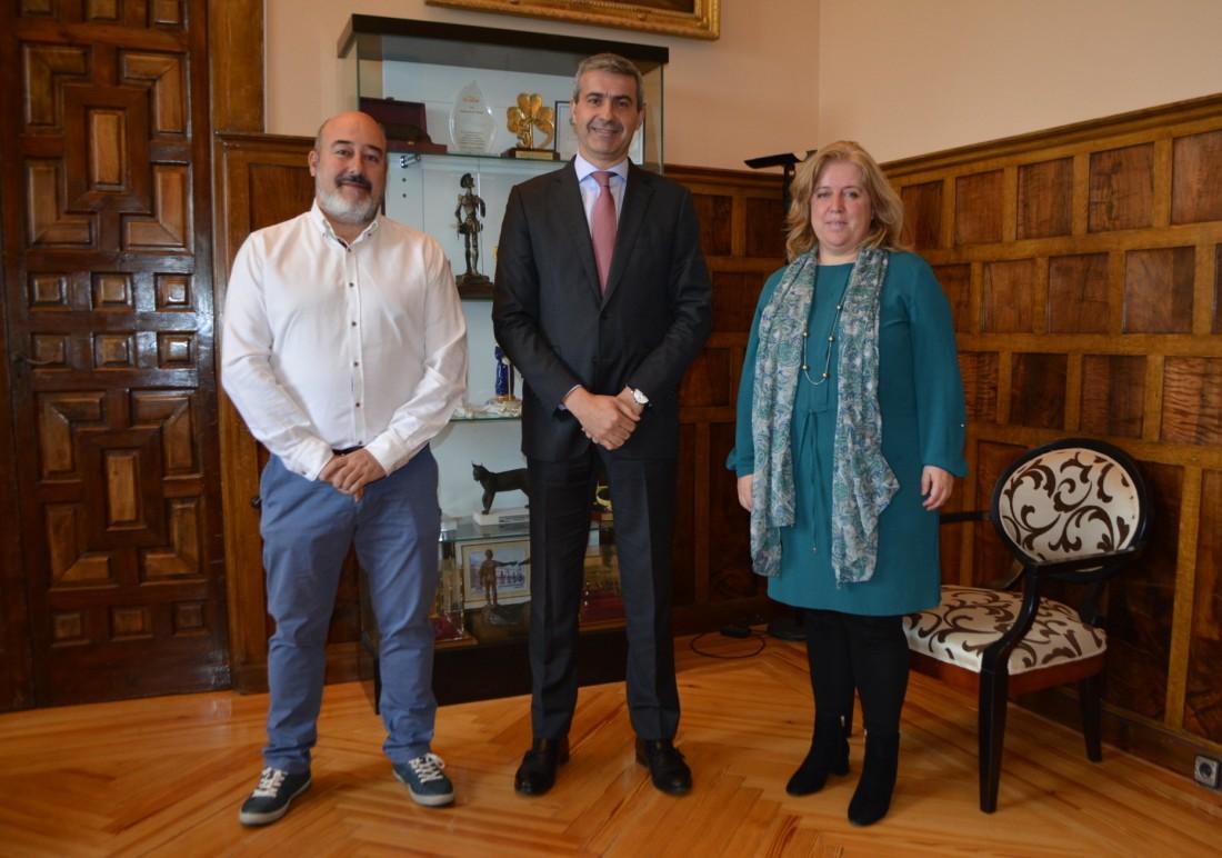 Firma del convenio entre Álvaro Gutiérrez y Francisco José Peces Bernardo