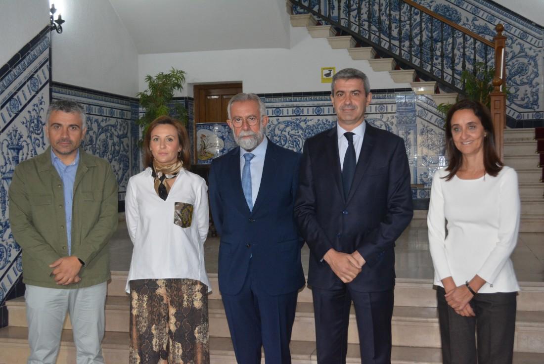 Álvaro Gutiérrez y Jaime Ramos firman el convenio para la rehabilitación de la muralla de Talavera