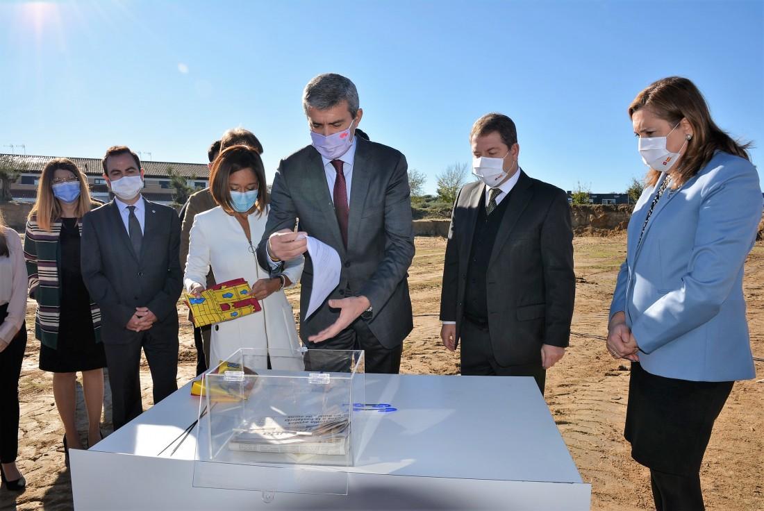 Álvaro Gutiérrez anunciando la nueva ayuda de casi 2 millones de euros de lucha contra la COVID-19