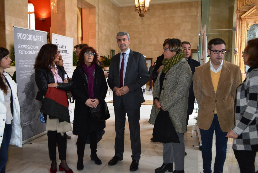 Álvaro Gutiérrez en el acto en la puerta de la Diputación
