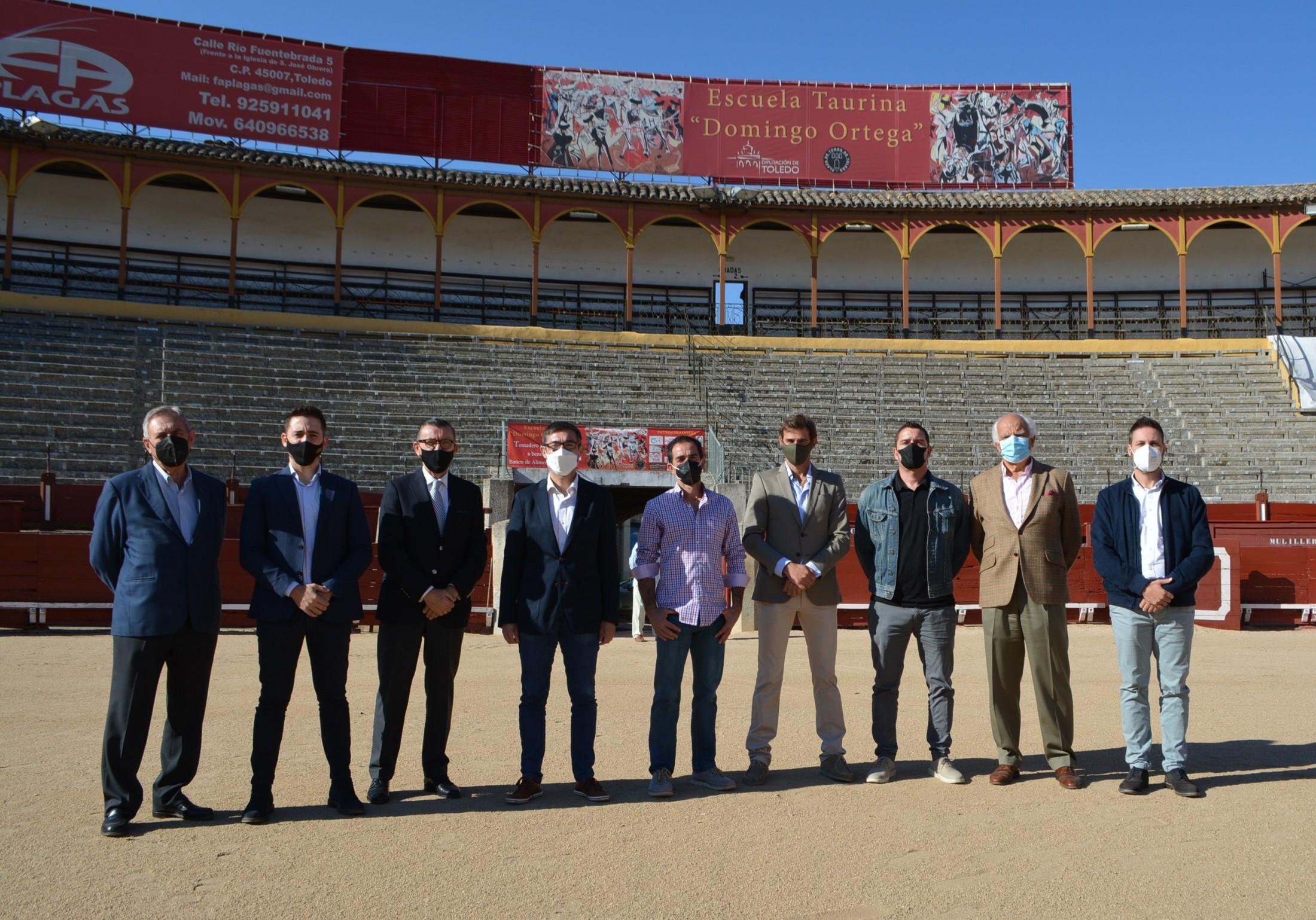 Fernando Muñoz con los nuevos profesores