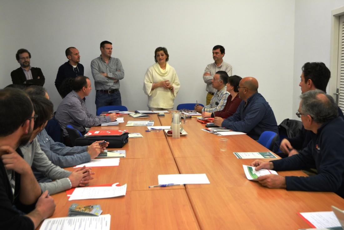 María Ángeles García en la reunión con responsables municipales
