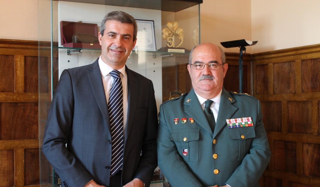 Álvaro Gutiérrez junto al general de la Guardia Civil, Alfredo González Ruiz