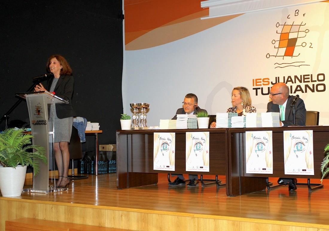 Ana María Gómez con premiados y autoridades