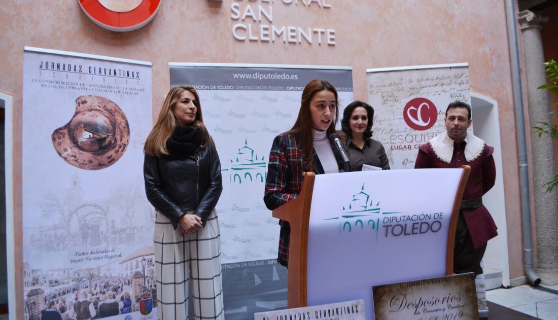 Alicia Martín con los representanres locales y actores y actrices