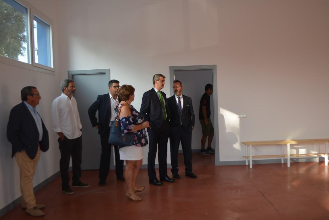 Álvaro Gutiérrez visita las dos nuevas salas del pabellón de Yuncler