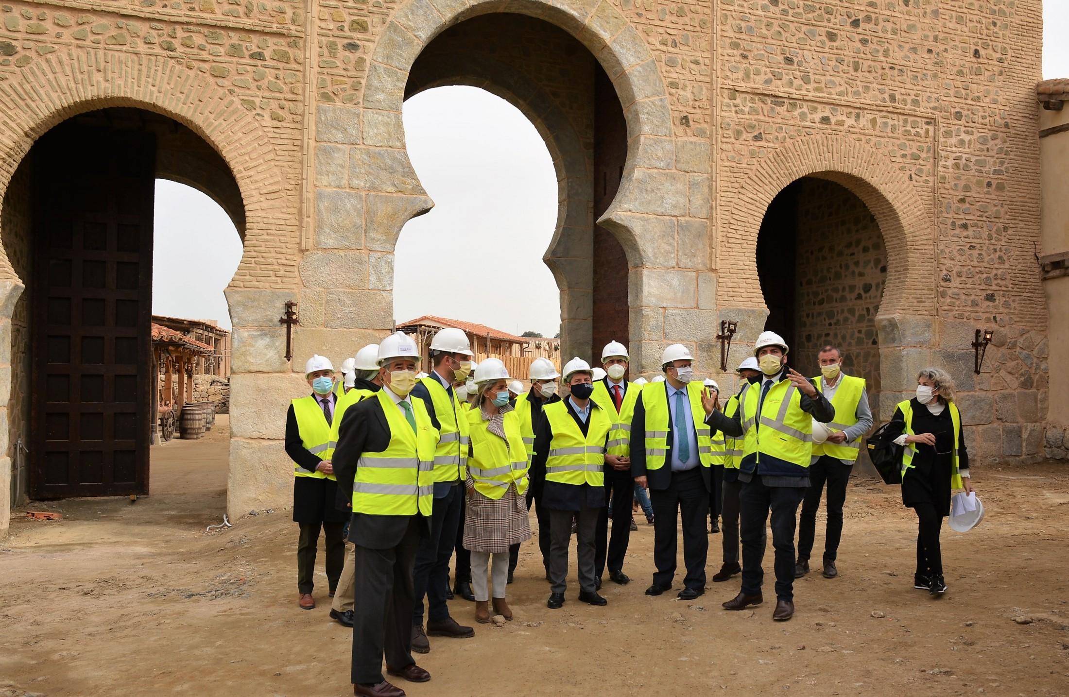 Álvaro Gutiérrez en los decorados de Puy du Fou España en Toledo