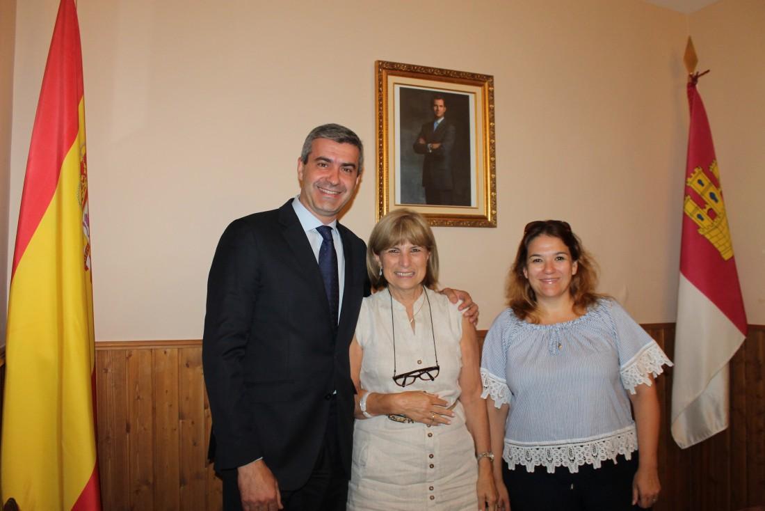 Álvaro Gutiérrez visita las obras de mejora en la piscina de San Martín de Montalbán