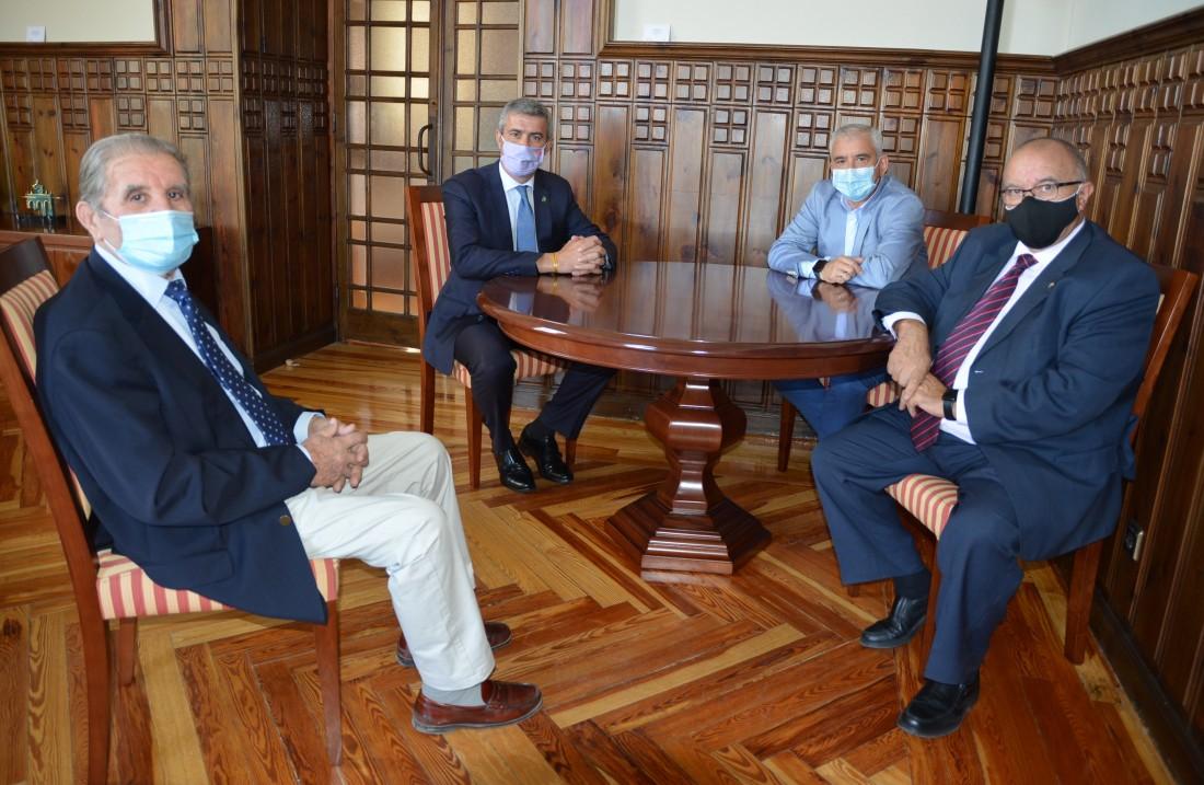 Álvaro Gutiérrez y los representantes de la DO Montes de Toledo