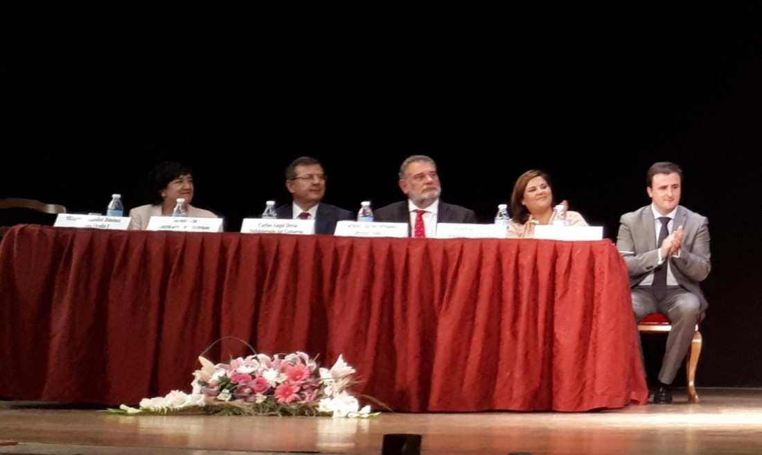 Ángel Luengo junto al resto de autoridades