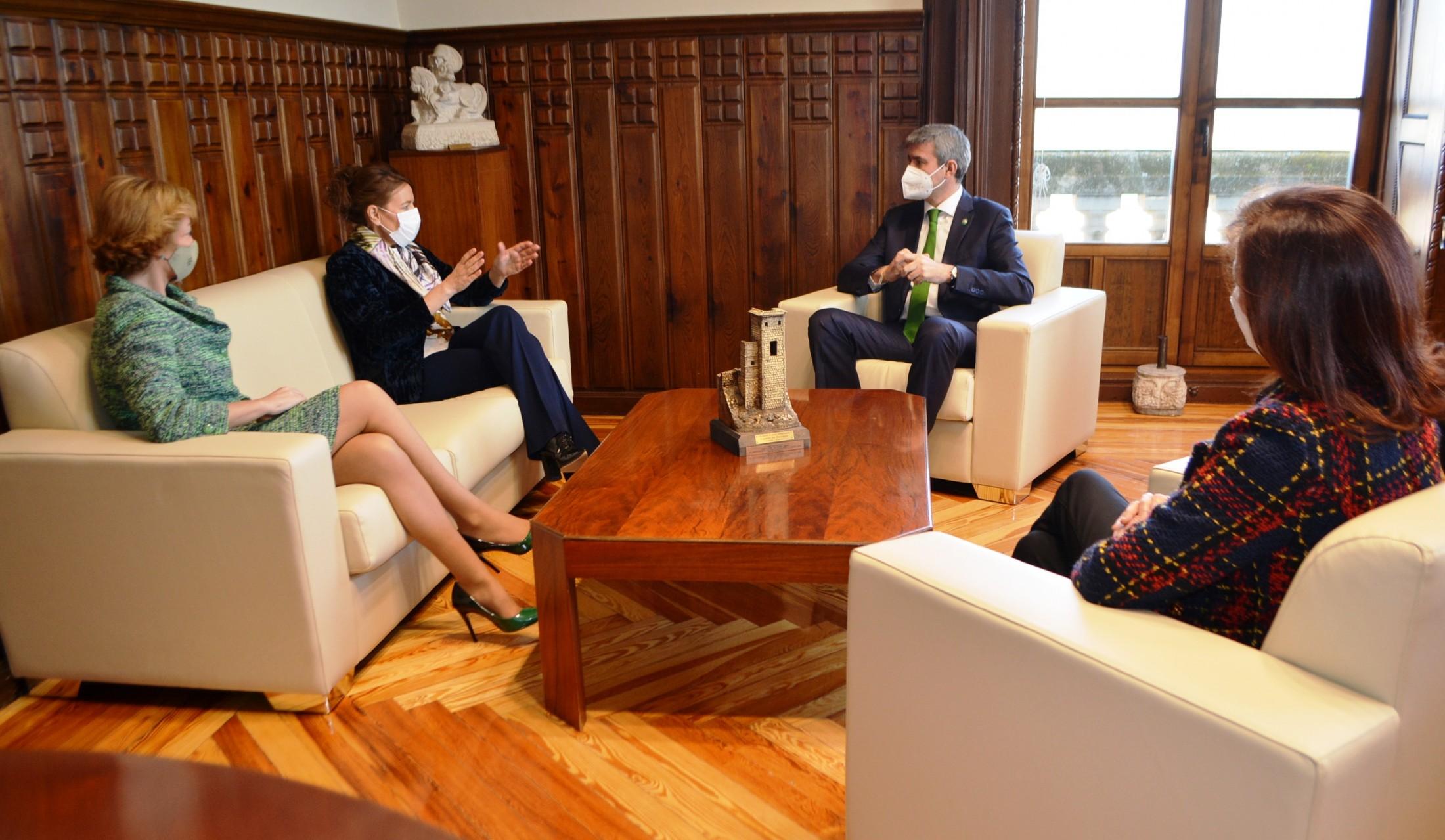 Álvaro Gutiérrez en la atención a los medios de comunicación