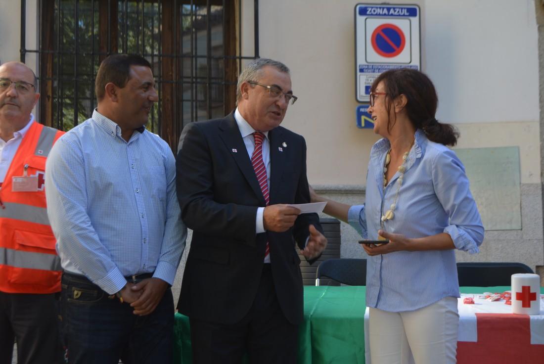 Álvaro Gutiérrez y Juan Carlos Santos en la mesa de Cruz Roja ante la Diputación de Toledo