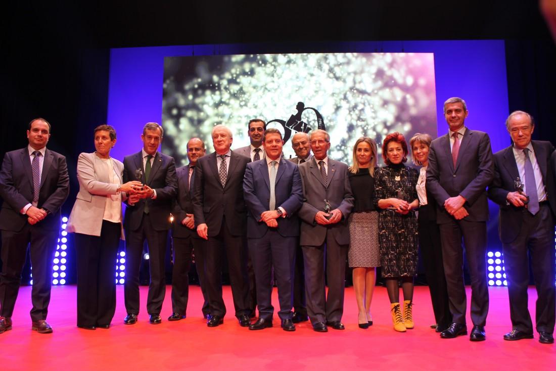 Álvaro Gutiérrez en la foto de familia de los premios de La Tribuna
