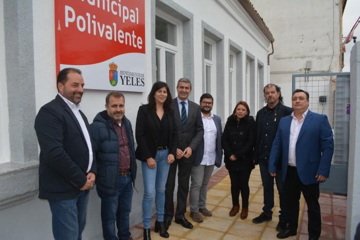 Álvaro Gutiérrez y María José Ruiz en la entrada al nuevo centro