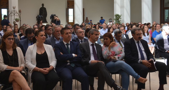 Álvaro Gutiérrez en el acto de entrega de VII Premios excelencia y calidad de los servicios públicos