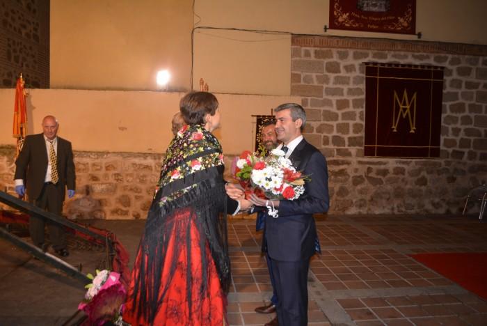 Álvaro Gutiérrez y Rafael Martín participando en la ofrenda floral a la Virgen del Pilar en Pulgar