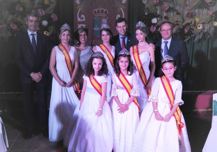 Álvaro Gutiérrez con las reinas juveniles e infantiles