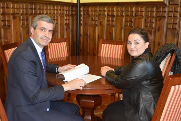 Álvaro Gutiérrez y Cristina Cebas, alcaldesa de Alcaudete de la Jara