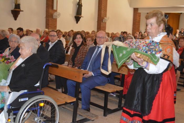 Elvira Manzaneque durante la misa del patrón