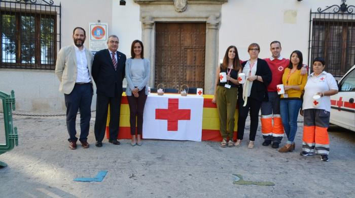 Flora Bellon con el presidente de Cruz Roja en la provincia de Toledo, Juan Carlos Santos