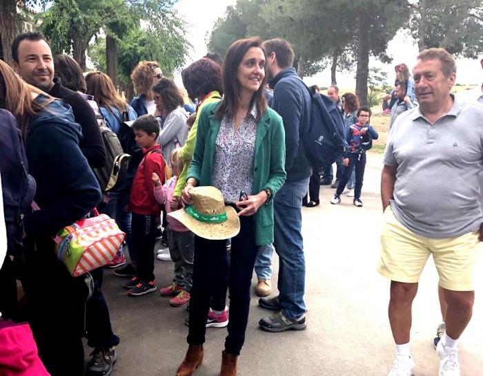 La diputada de Agricultura y Medio Ambiente, rodeada de visitantes