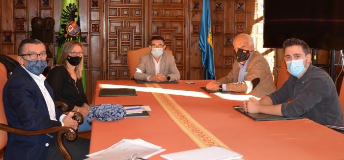 Fernando Muñoz durante la reunión sobre la Escuela Taurina