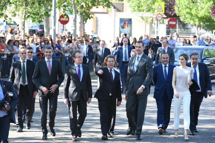 Álvaro Gutiérrez junto a los Reyes de España y el resto de autoridades que les han acompañado