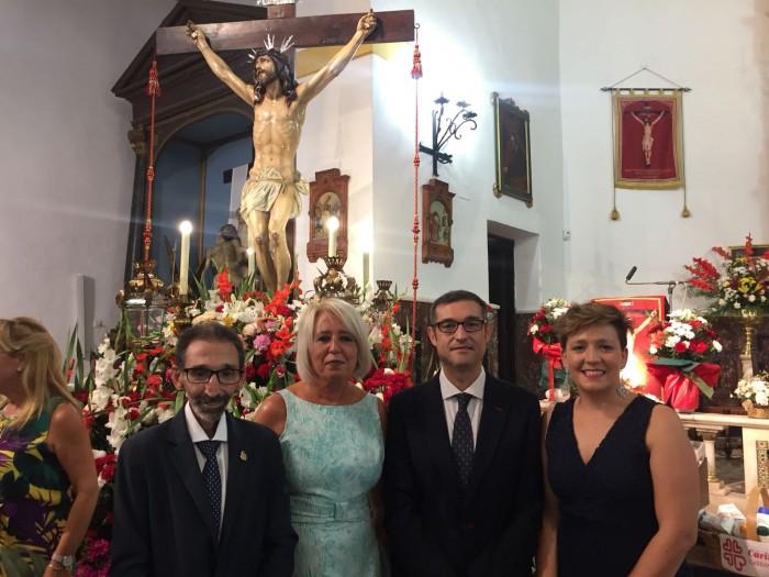 Fernando Muñoz con Victoria Lozana, María José Martínez y Jesús García