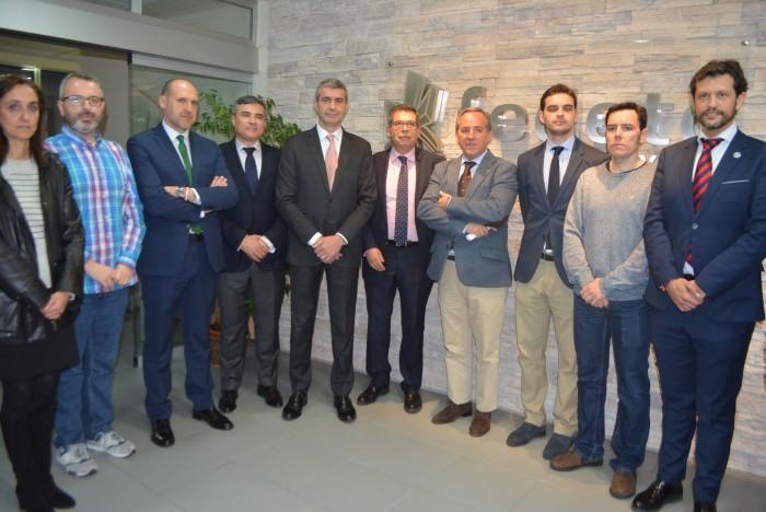 Álvaro Gutiérrez con los firmantes del Plan Especial por Talavera antes de la reunión