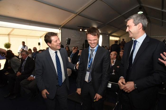 Álvaro Gutiérrez junto al presidente García-Page y Gilles Faure