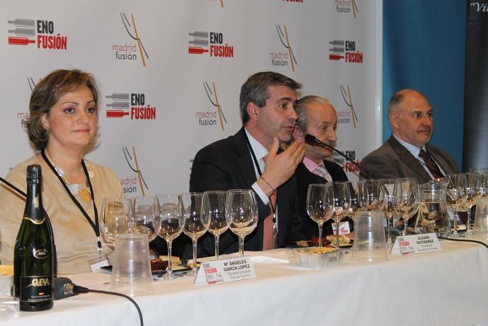 Álvaro Gutiérrez durante su intervención en la cata de vinos toledanos en ENOFUSIÓN 2017