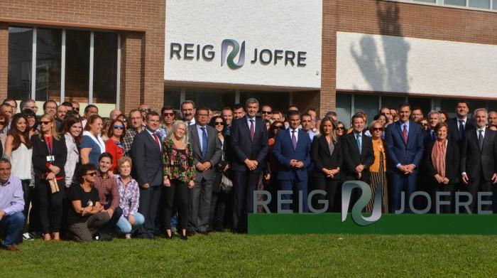 Álvaro Gutiérrez en la foto de familia de la inaguración de la ampliación de Reig Jofre en Toledo