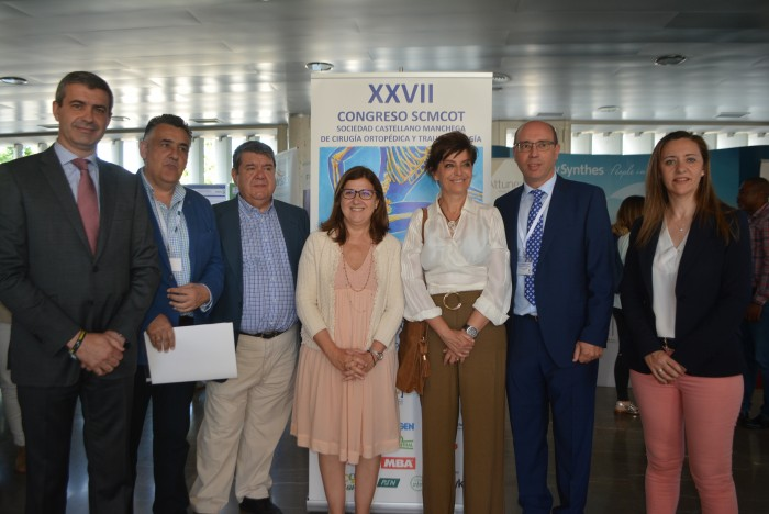 Álvaro Gutiérrez con los asistentes al congreso sobre traumatología