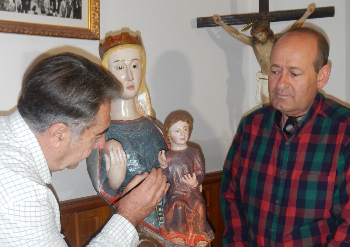 Momento de la restauración de la Virgen del Socorro de Cabañas de Yepes