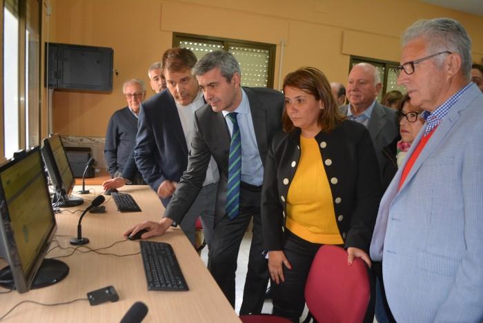 Álvaro Gutiérrez y Agustina García Élez en la puesta en marcha del primer Punto de Inclusión Digital