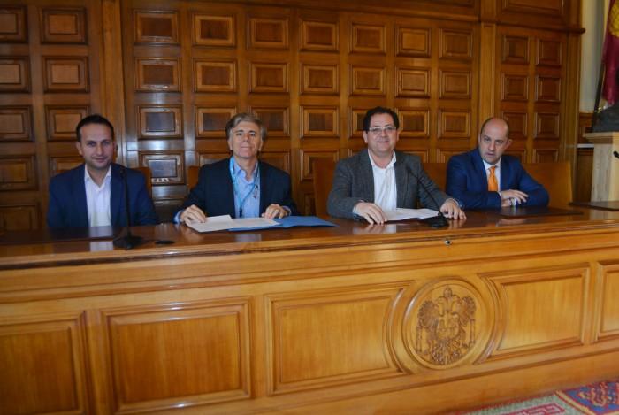 Tomás Villarrubia e Ismael Higueras con alcaldes de los municipios