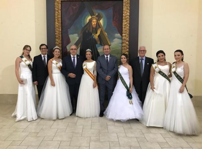Ángel de Vega con la Reina y Damas