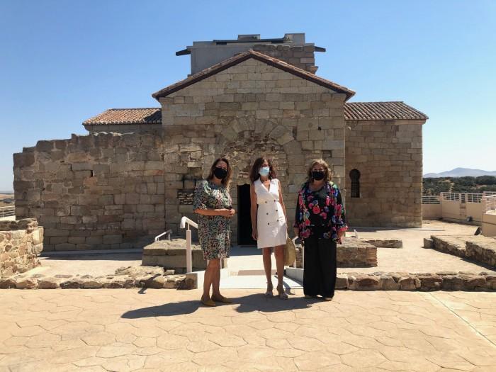 Delante de la Ermita de Melque