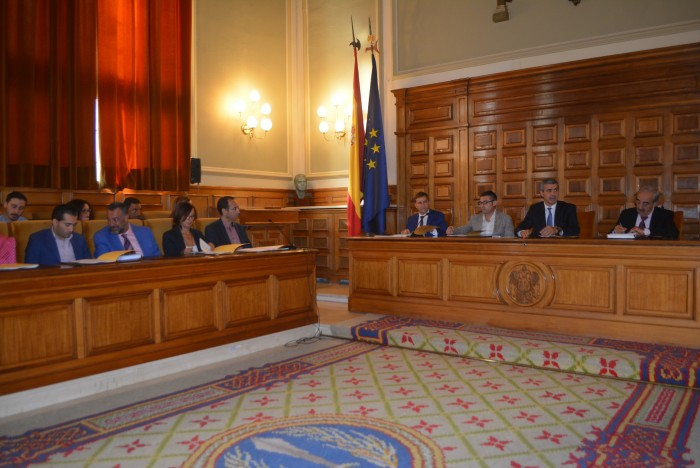 Momento del Pleno Extraordinario de la Diputación de Toledo presidido por Álvaro Gutiérrez