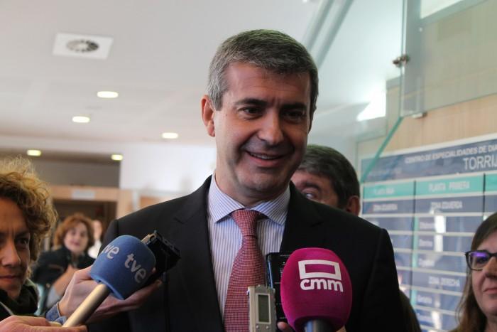 Álvaro Gutiérrez atiende a los medios tras la visita al CEDT de Torrijos