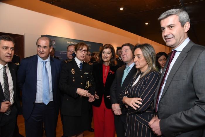 Álvaro Gutiérrez en la inauguración de la exposición sobre la mujer en la Policía Nacional