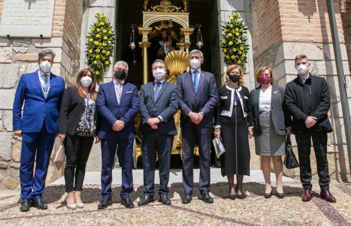 Álvaro Gutiérrez y el resto de autoridades (Foto Junta de Comunidades)